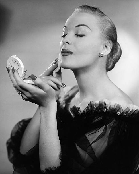 Trucco anni 50 la nascita del fondotinta timeless beauty - Dive anni 40 ...