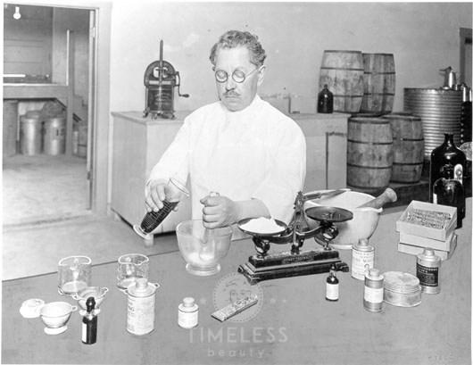 nel suo laboratorio 1920